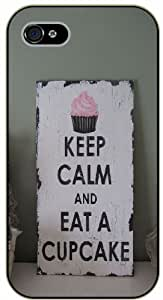 iPhone 5 / 5s Keep calm and eat a cupcake - black plastic case / Keep calm, funny, quotes