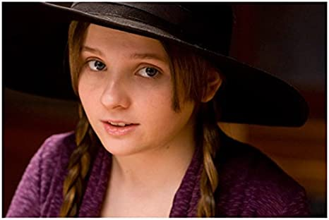 Abigail Breslin 8 Inch X 10 Inch Photograph Little Miss Sunshine Zombieland Signs Wearing Braid Under Hat Kn At Amazon S Entertainment Collectibles Store