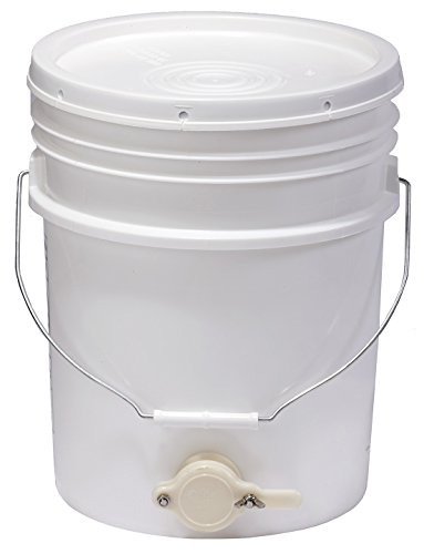 Little Giant Farm & Ag BKT5 Plastic Bucket, 5 Gallon, White.