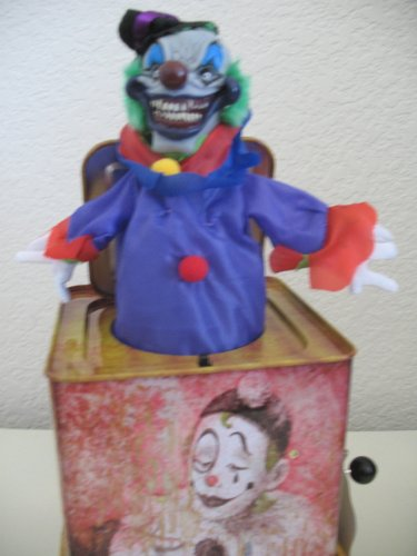 Scary Clown Jack In The Box (Scary Clown Jack in the Box Pop-up Halloween Prop)