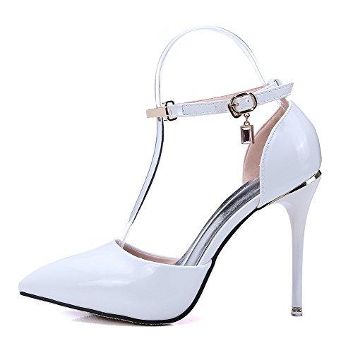 Comodi sandali antiscivolo agganciati a punta