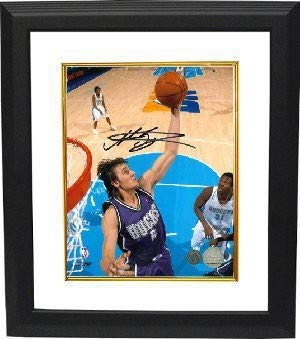 Andrew Bogut Autographed Signed Milwaukee Bucks 8x10 Deluxe Framed Photo - Certified Authentic