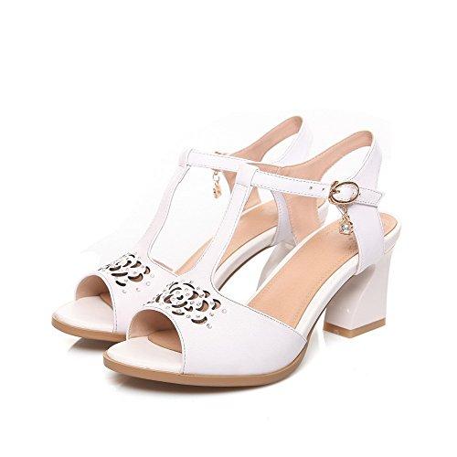 Allhqfashion Femmes Boucle Peep Toe Chaton-talons Vache En Cuir Solide Sandales Blanc