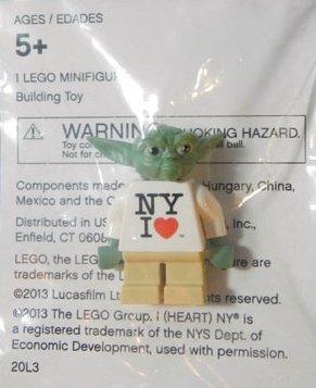 Love Yoda Minifigure ()