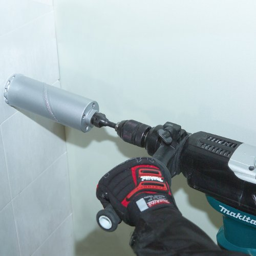 Makita HR3210FCT Bohrhammer im Einsatz