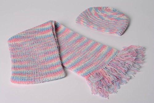 Conjunto de gorro y bufanda tejidos a dos agujas de lana ...
