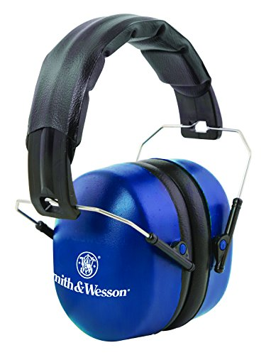 Smith & Wesson Passive 33 NRR Hearing Protection Muffs with Lightweight Design and Adjustable Earmuffs for Shooting, Hunting and Range ()