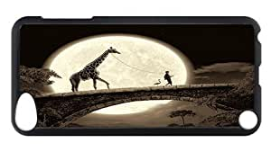 iPod Touch 5 Case, Walking A Giraffe PC Hardshell Case for iPod Touch 5 /iPod 5/ iPod 5th Generation0 Black