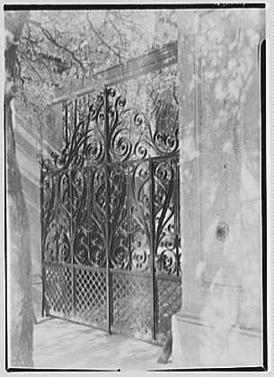 photo-charleston-ironwork-detailscharlestonsouth-carolina-mayor-maybanks-gates