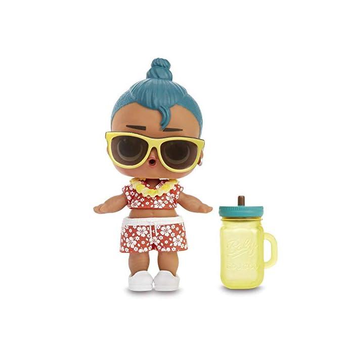 412wfh2bdsL LOL Surprise oficial producto. ¡Descubre 7 sorpresas! Incluye: 1 mensaje secreto, pegatinas coleccionables, 1 botella, zapatos, vestimenta, accesorio, muñeco LOL surprise. ¡Aliméntalo o dale un baño a tu muñeco LOL y descubre la sorpresa que trae!