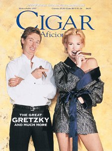 Price comparison product image habano757: Lord of the Rink After 18 seasons in the NHL,  Wayne Gretzky still plays hockey with passion and drive.