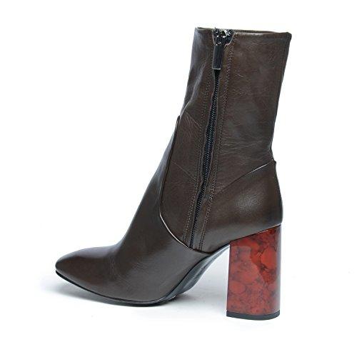 Kurze Stiefel mit rotem Absatz