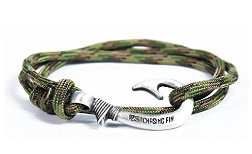 Chasing Fin Adjustable Bracelet 550 Military Paracord with Fish Hook Pendant, Multicam