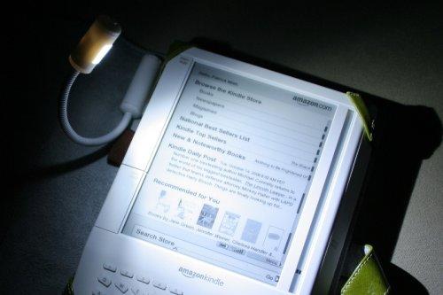 m-edge-e-luminator-booklight-for-amazon-kindle