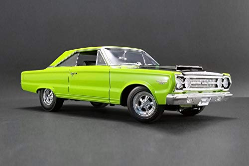 (1967 Plymouth GTX Hard Top, Limelight Green - Acme 1806703 - 1/18 Scale Diecast Model Toy Car)
