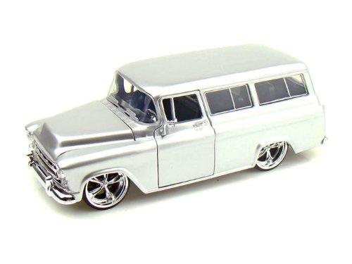 1957 Chevy Suburban 1/24 Silver (Chevy Suburban Model compare prices)