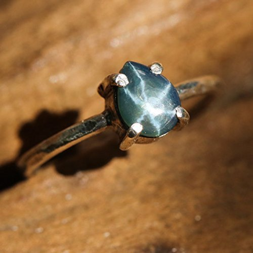 Teardrop-cabochon-blue-star-sapphire-ring-in-sterling-silver-bezel-and-prong-setting-with-silver-hammer-texture-band