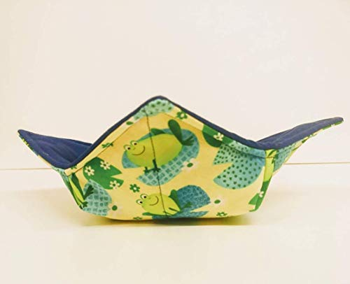 Quilted Frog (Green Frogs on Lily Pad quilted cotton reversible microwavable soup bowl holder or cozy)