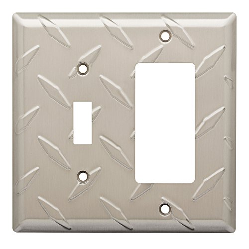 W32846-SN Diamond Plate Single Switch / GFCI Decora Cover Plate ()