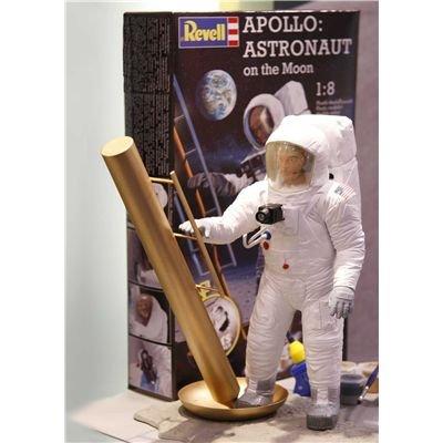 Revell 04826 - Modellbausatz Apollo Mond Astronaut im Maßstab 1:8