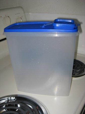 Tupperware Super Cereal Storer - Brilliant Blue Seal (Tupperware Super Cereal)
