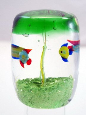 M Design Art Handcraft Twin Fishes Square Handmade Art Glass Paperweight - Square Fish