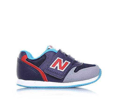 NEW BALANCE - Basket bleue et grise, en microfibre, fermeture en velcro, logo latéral et à l'arrière, semelle en caoutchouc, garçon, garçons