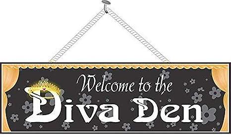 Amazon.com: Bienvenido a la Diva Den Funny Sign en negro con ...