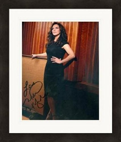Martina McBride autographed 8x10 photo (Country Music Singer) Image #1 Matted & Framed ()