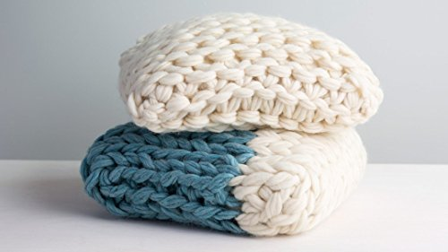 arm-knitting-make-a-throw-pillow