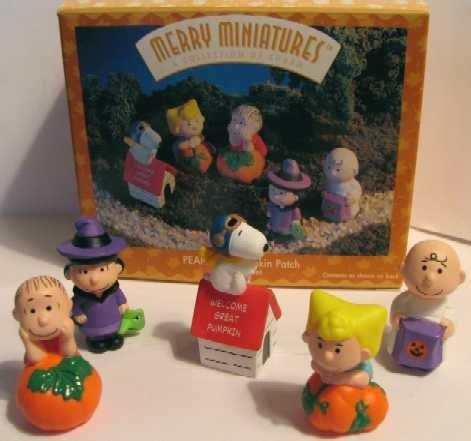 QFM8131 Hallmark Merry Miniatures Peanuts Pumpkin Patch 5 piece set -