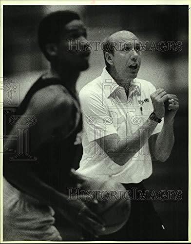 - Vintage Photos 1986 Press Photo San Antonio Spurs Basketball Coach Bob Weiss at Rookie Camp