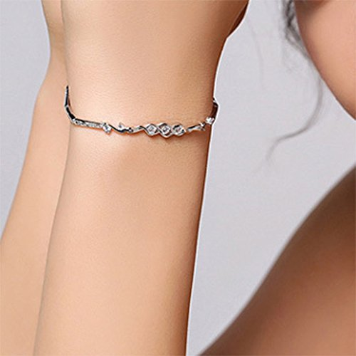 Menoa 8 Heart Bracelet Design Sweet 6.4inches Expandable Rhinestone White Gold Plated Lover Mom Gift