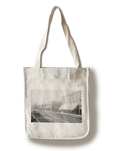 Lantern Press Winfield, Iowa - View of Main Street (100% Cotton Tote Bag - Reusable)