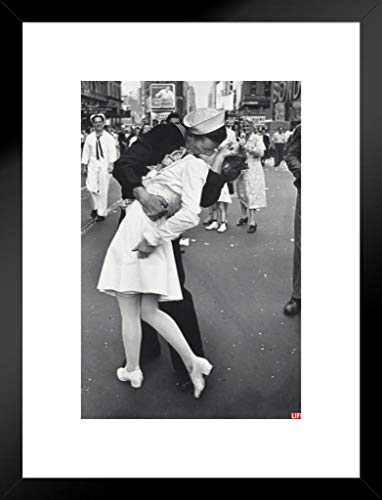 (Pyramid America Time Life War Time Kiss Photo Art Print Matted Framed Poster 20x26 inch)