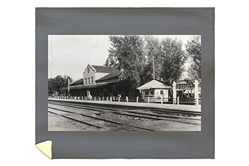 Lantern Press Bismarck, North Dakota - View of Northern Pacific Depot 13601 (88x104 King Microfiber Duvet Cover) (Home Barrel Depot Fiber)