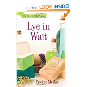 Lye in Wait (A Home Crafting Mystery) Cricket McRae