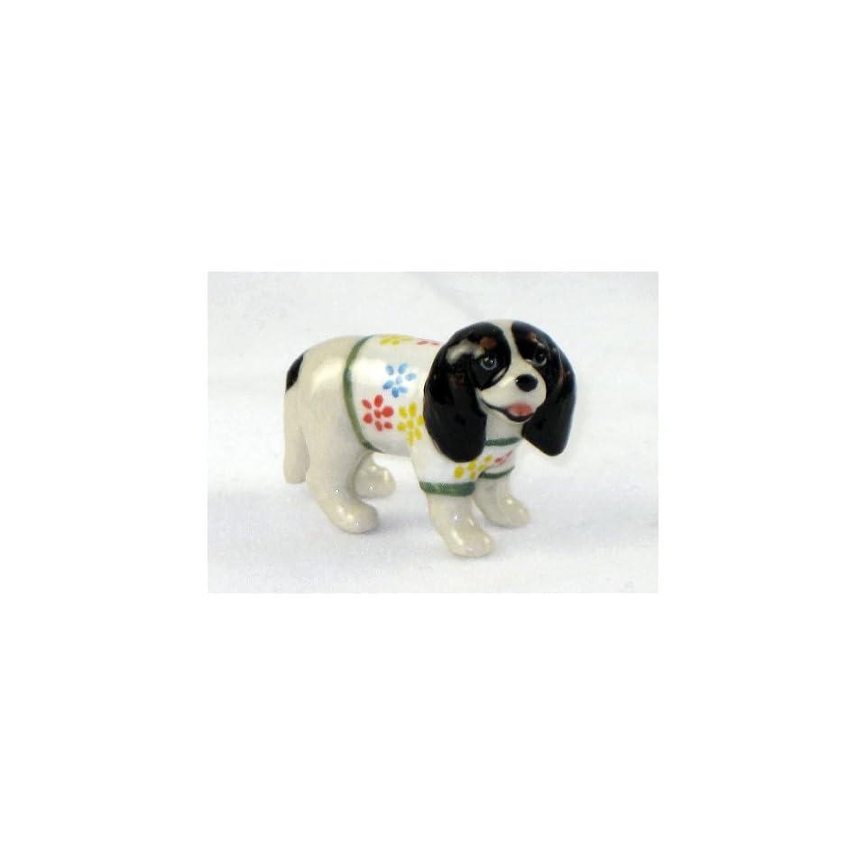 CAVALIER KING CHARLES SPANIEL tri colored Dog n Sweater w/Flowers SUPER MINIATURE Porcelain Figurines KLIMA L885F