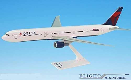 Delta (07-Cur) Boeing 767-400 Airplane Miniature Model Snap Fit 1:200 Part#ABO-76740H-006 - Snap Fit