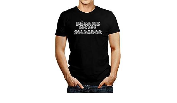 Amazon.com: Idakoos Bésame Que Soy Soldador Estilo Tiza T-Shirt: Clothing
