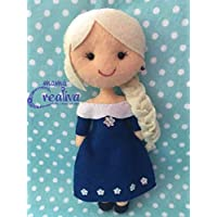 Muñeca artesanal de fieltro inspirada en princesa Elsa/invierno