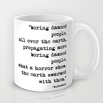 ¿Charles Bukowski de máquina de escribir antigua con texto en inglés personas taza de café