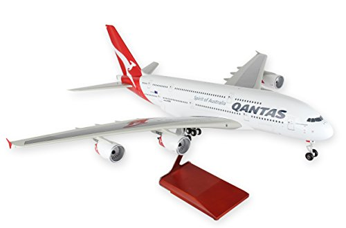 Daron Skymarks Qantas with Wood Stand & Gear Vehicle (1/100 Scale)