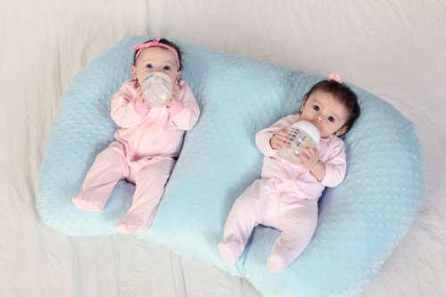 Amazon.com : THE TWIN Z PILLOW - BLUE - 6 uses in 1 Twin Pillow !  Breastfeeding, Bottlefeeding, Tummy