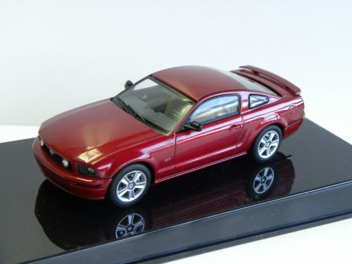 1/43 フォード マスタングGT'05レッド 527629