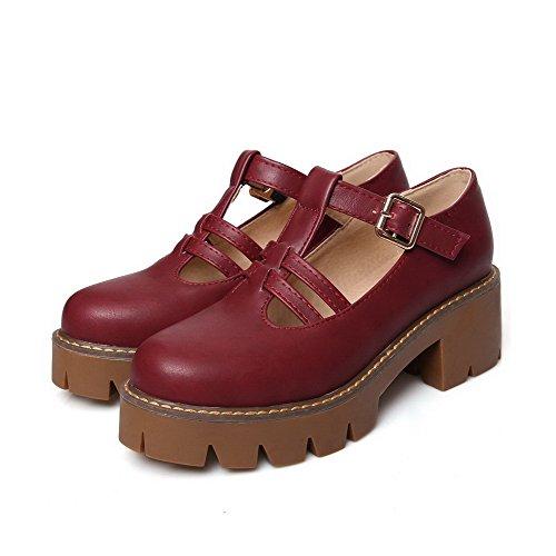 AllhqFashion Damen Weiches Material Rund Zehe Mittler Absatz Schnalle Rein Pumps Schuhe Weinrot