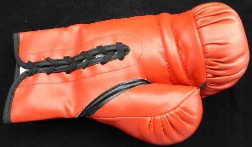 Roberto Duran Autographed Red Everlast Boxing Glove Manos De Piedra 8A06157 PSA/DNA Certified Autographed Boxing Gloves