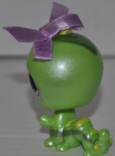 Retired OOP Out of Package /& Print Littlest Pet Shop LPS Collectible Replacement Single Figure Green Collector Toy Inchworm #829 Loose
