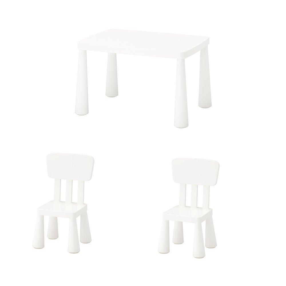 IKEA MAMMUT Kindertisch und 2 Kinderst/ühle in wei/ß; f/ür drinnen und drau/ßen