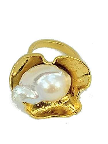 El mejor regalo. anillo flor con perla natural, forma moderna. diseño unico. Super cool fashion.